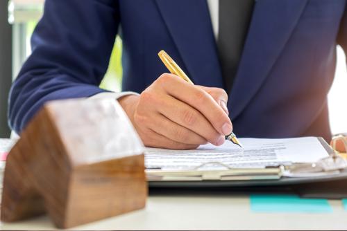 Estate trustee during litigation